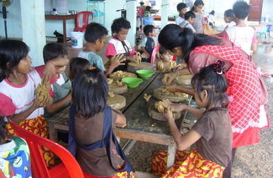 Workshops at Angkor Pottery Center